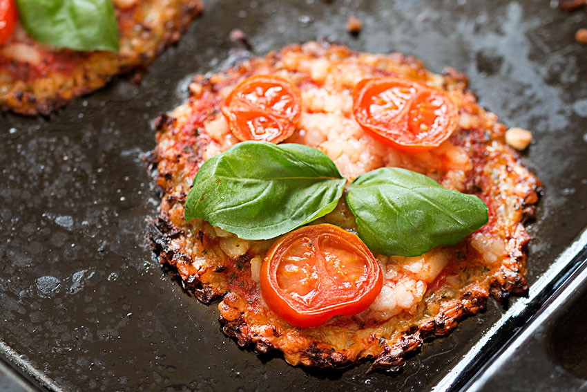 vegan mini cauliflower pizzas close up