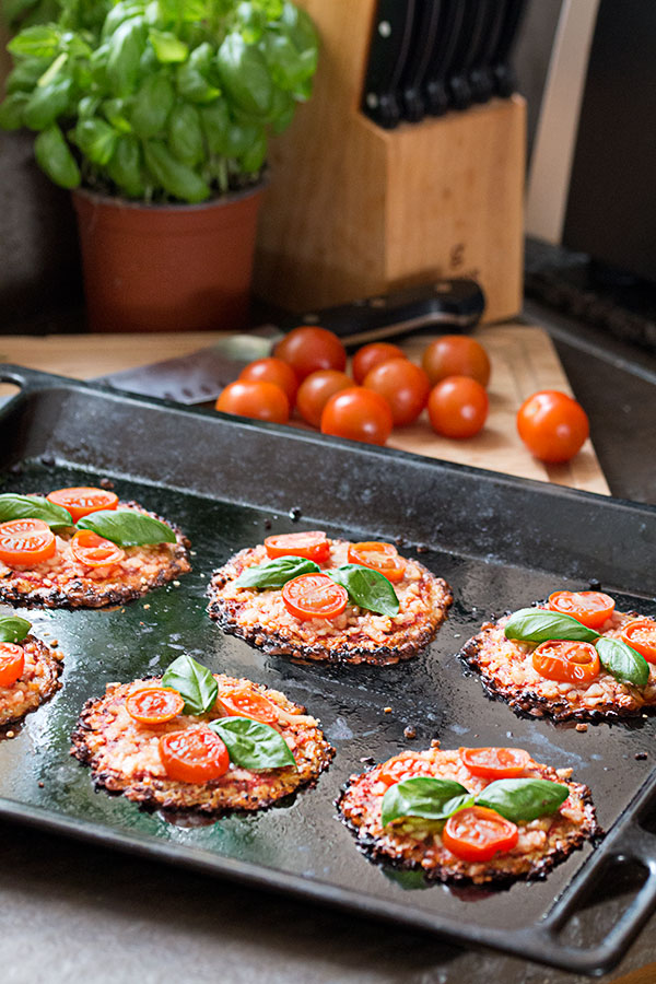 vegan mini cauliflower pizzas