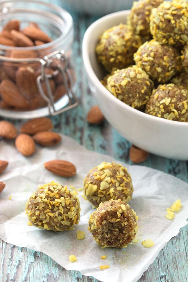 No-Bake Almond & Turmeric Energy Balls