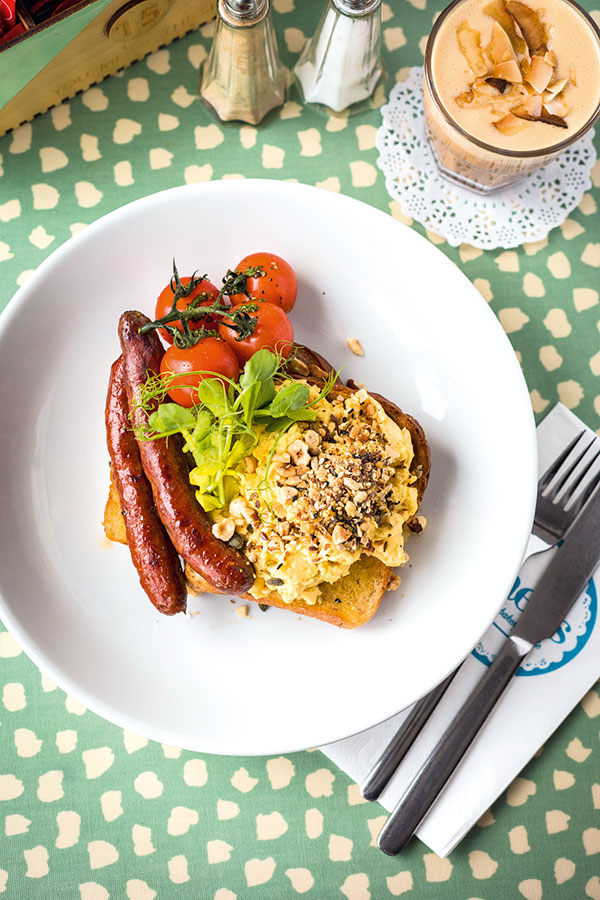 Moroccan scramble with Merguez sausages